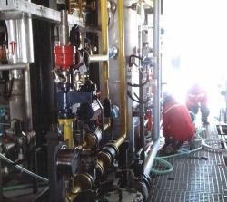 LNG装置开车前清洗